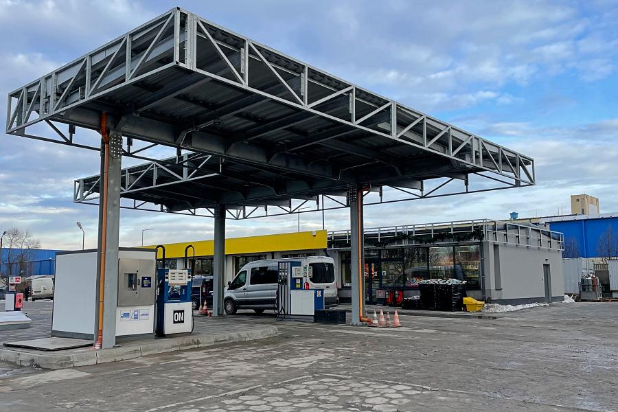 Stacja paliw Zaręba, widok od wjazdu